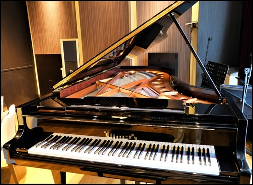 グランドピアノの画像
