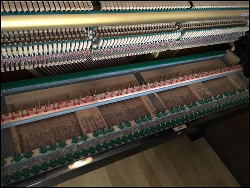 ピアノの調律、鍵盤を取った画像
