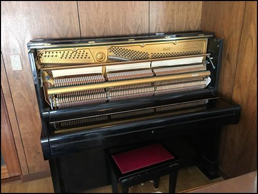 アップライトピアノを開けた画像