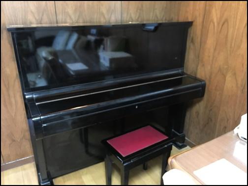 家のアップライトピアノの画像