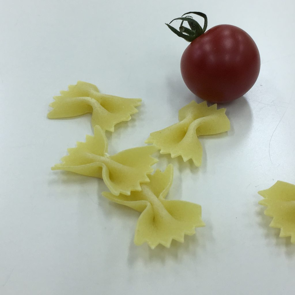 20、パスタとトマトの画像