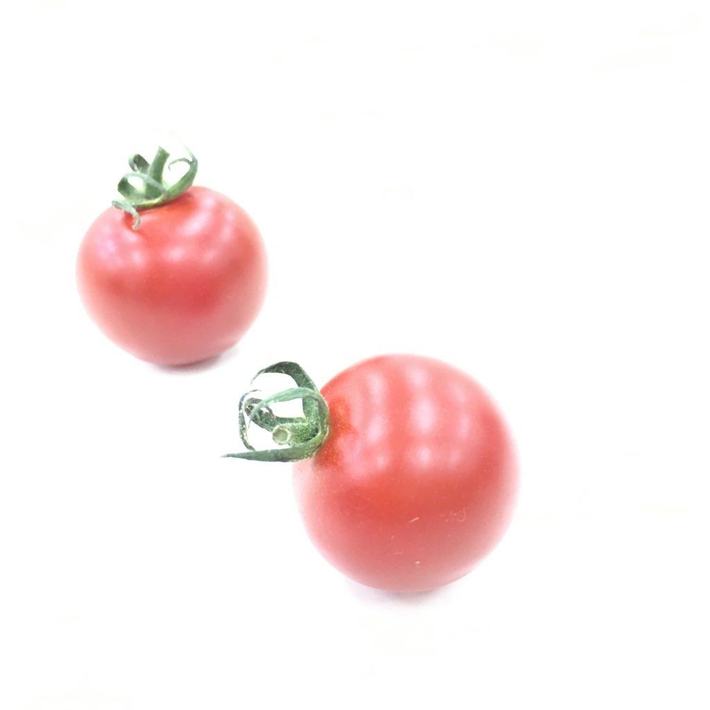 5、明るくして動きのあるトマトを撮影した画像
