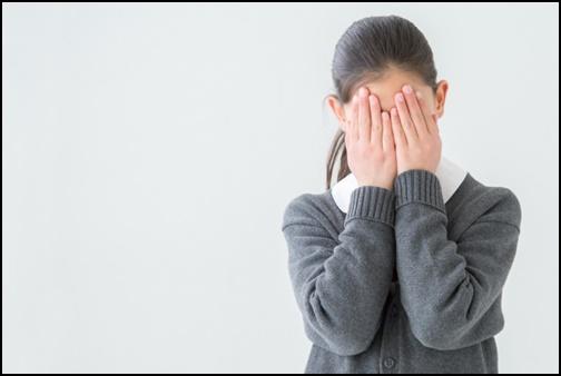 泣く女の子の画像
