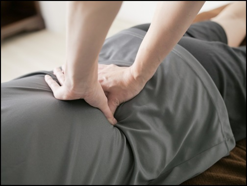 腰のマッサージ画像