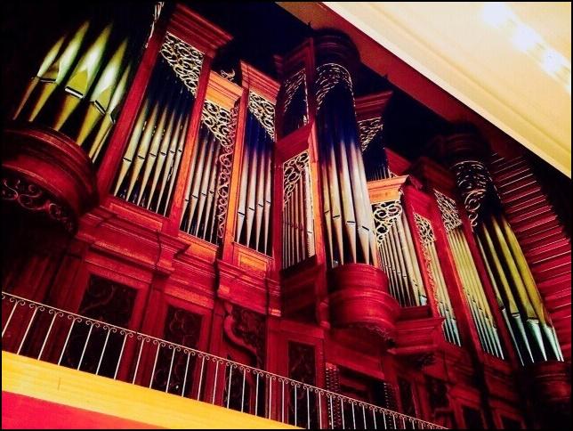演奏堂のパイプオルガンの画像