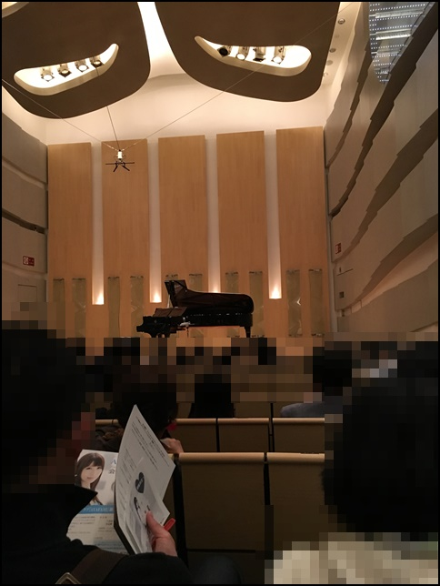 石川綾子さんのコンサートホールの画像