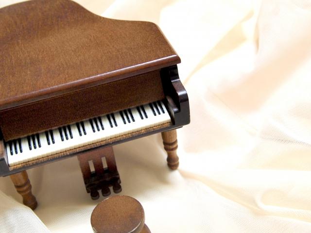 おもちゃのグランドピアノの枠なし画像