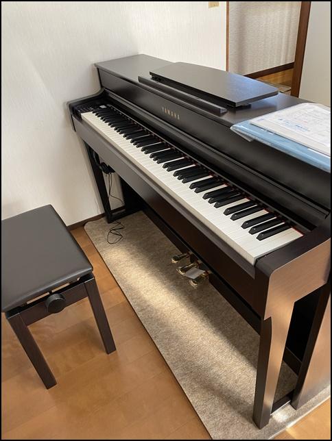 クラビノーバ635の上に楽譜が置かれている画像